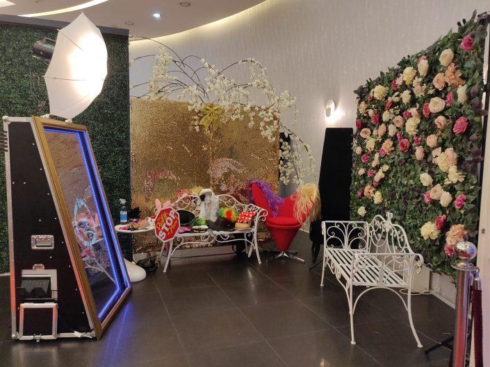 Oglinda magica, cabina foto pentru botezuri, nunti sau alte evenimente